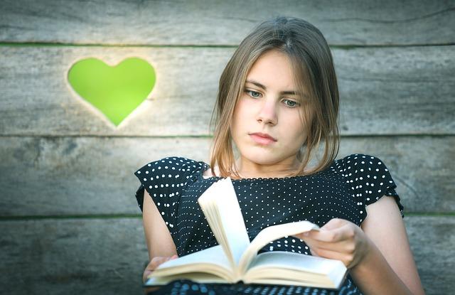 מה עדיף ספר או סרט?