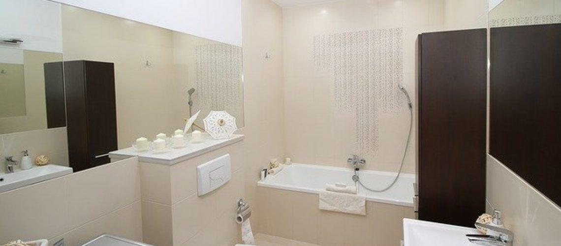 ארונות אמבטיה תלויים או עומדים - מה עדיף?
